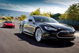 Tesla Model S von vorn
