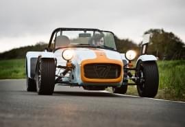 Der Caterham Seven Roadsport 175 SV ist ein Nachbau des Lotus Seven.