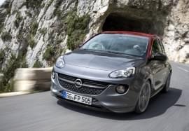Opel Adam fährt aus Tunnel