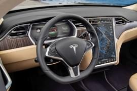 Tesla Model X P85+ von innen
