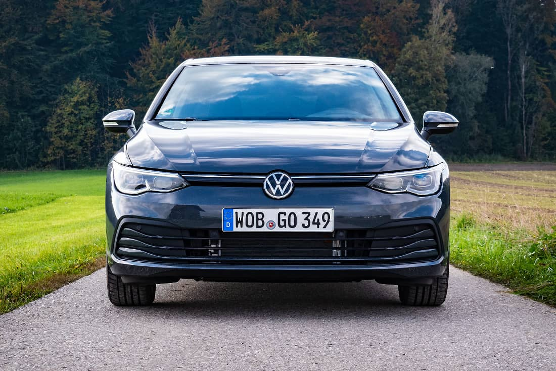VW-Golf-8-eTSI-Front