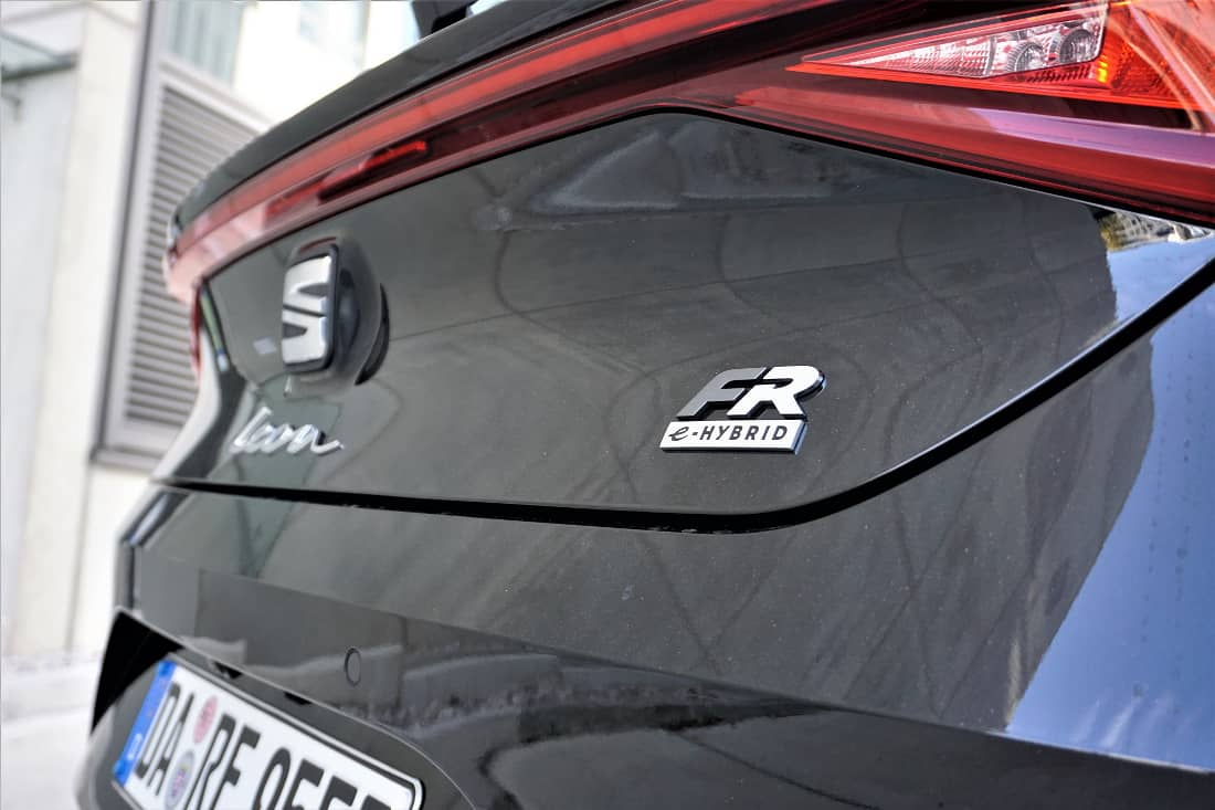 Seat Leon FR e-Hybrid 2020 rear lettering