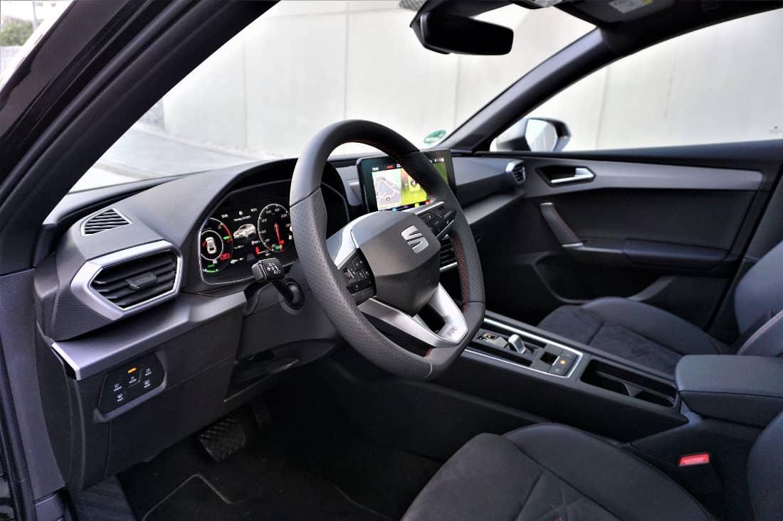 Seat Leon FR e-Hybrid 2020 Int Cockpit sloping