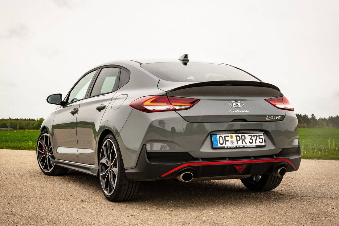 Hyundai-i30-Fastback-N-Performance-back