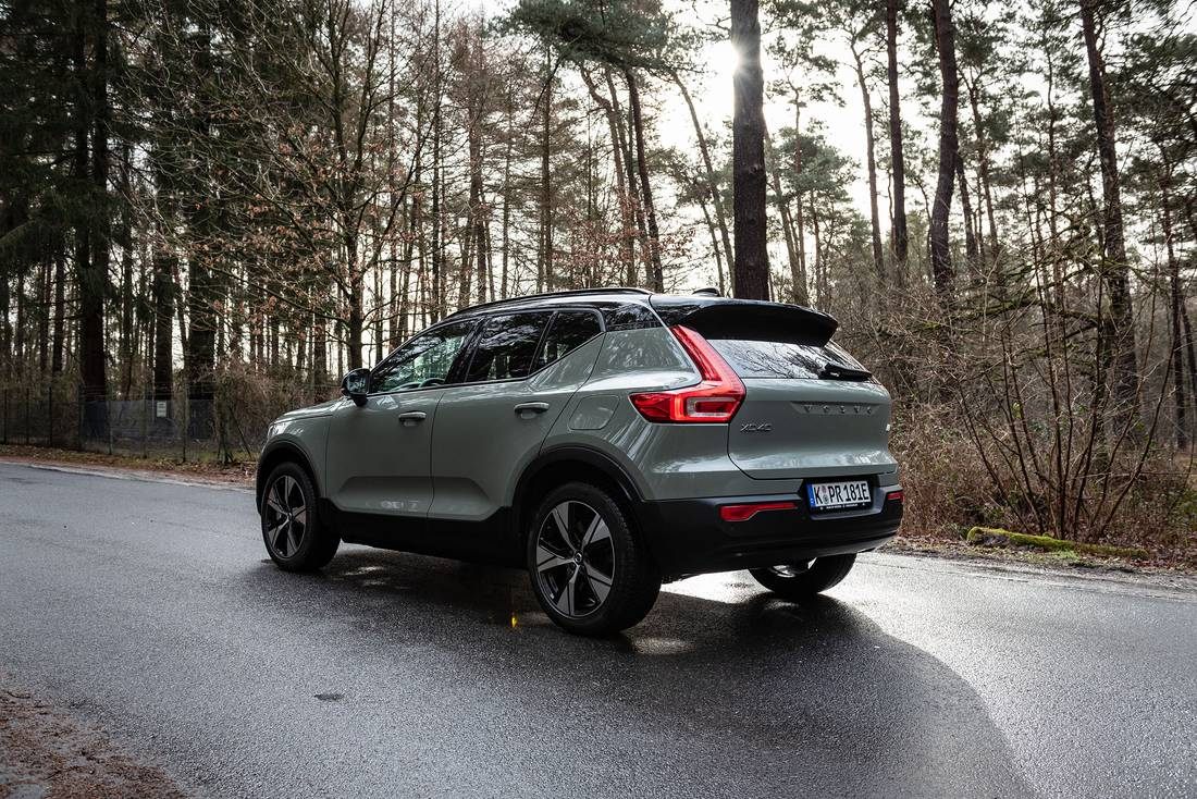 Volvo-XC40-Recharge-Side-Rear
