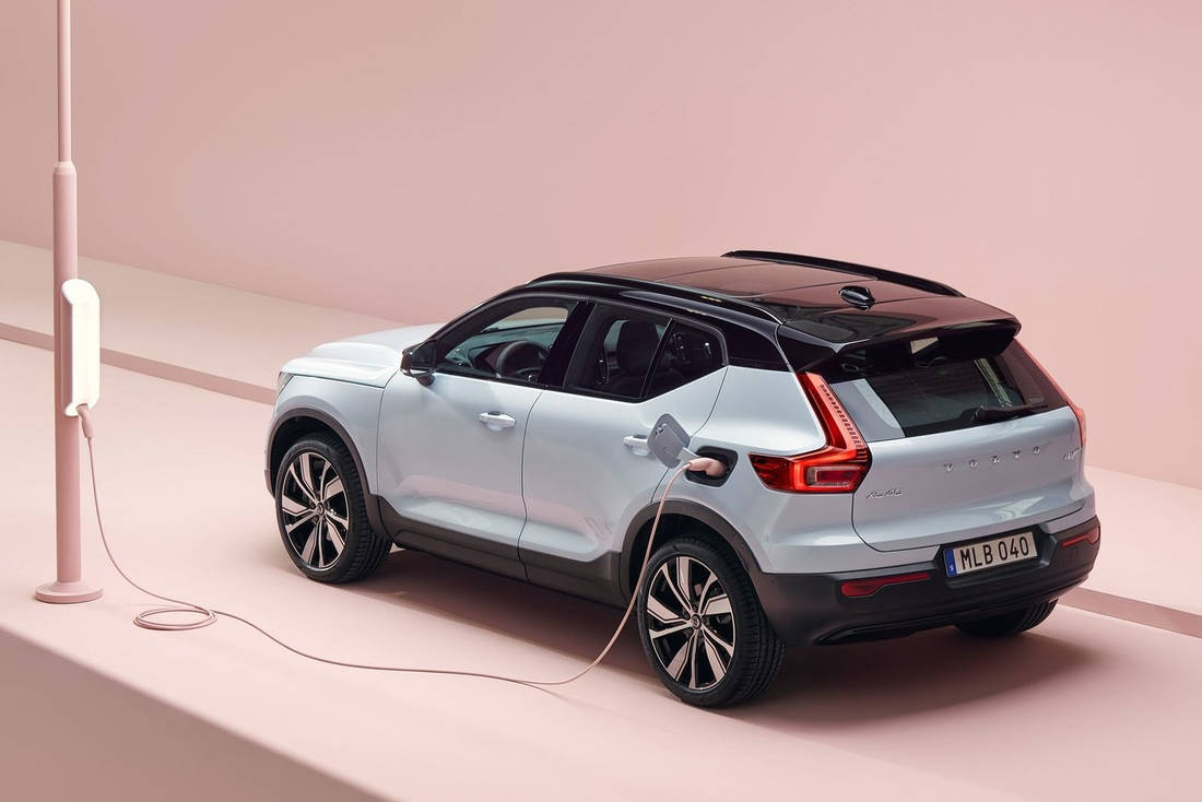 Volvo-XC40-Recharge-Rear-Side