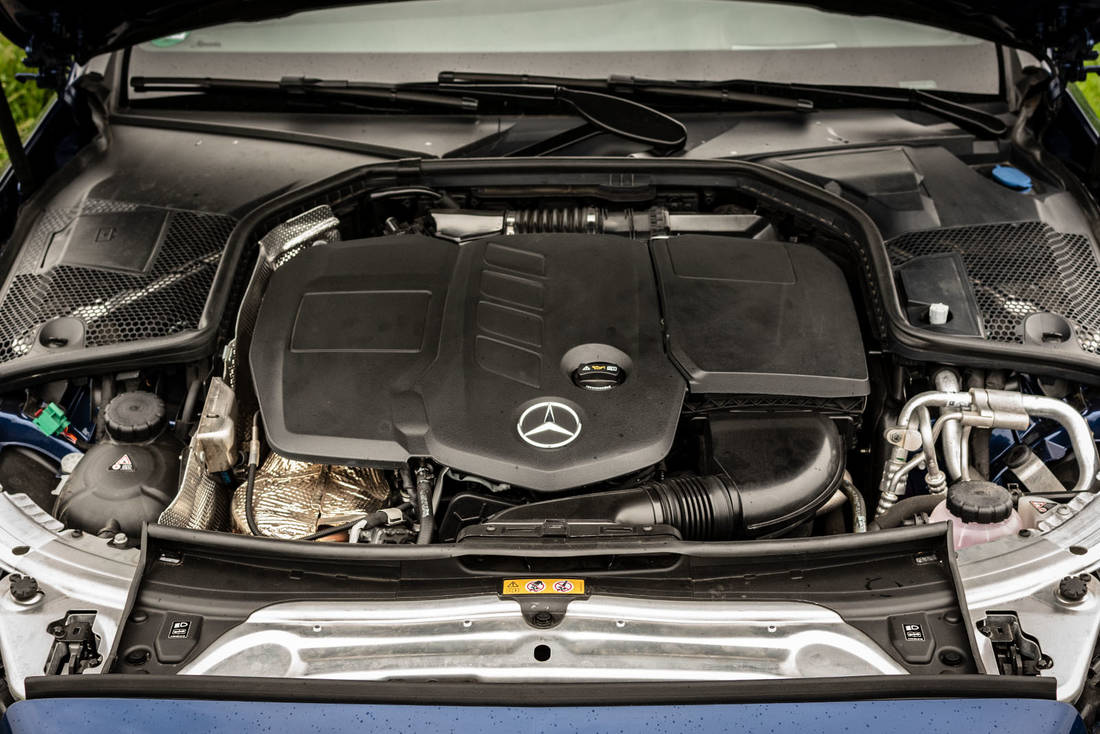 Mercedes-Benz-C300de-Engine