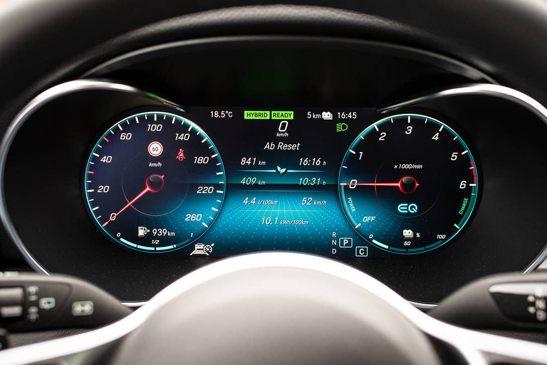 Mercedes-Benz-C300de-Instrument