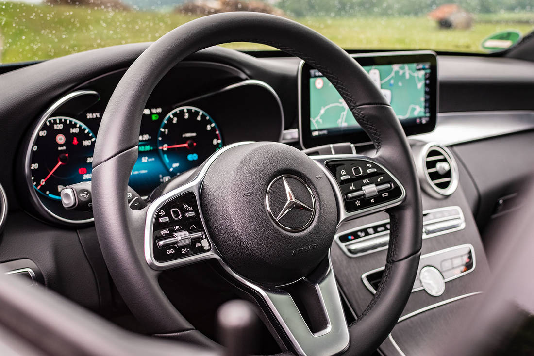 Mercedes-Benz-C300de-Steering