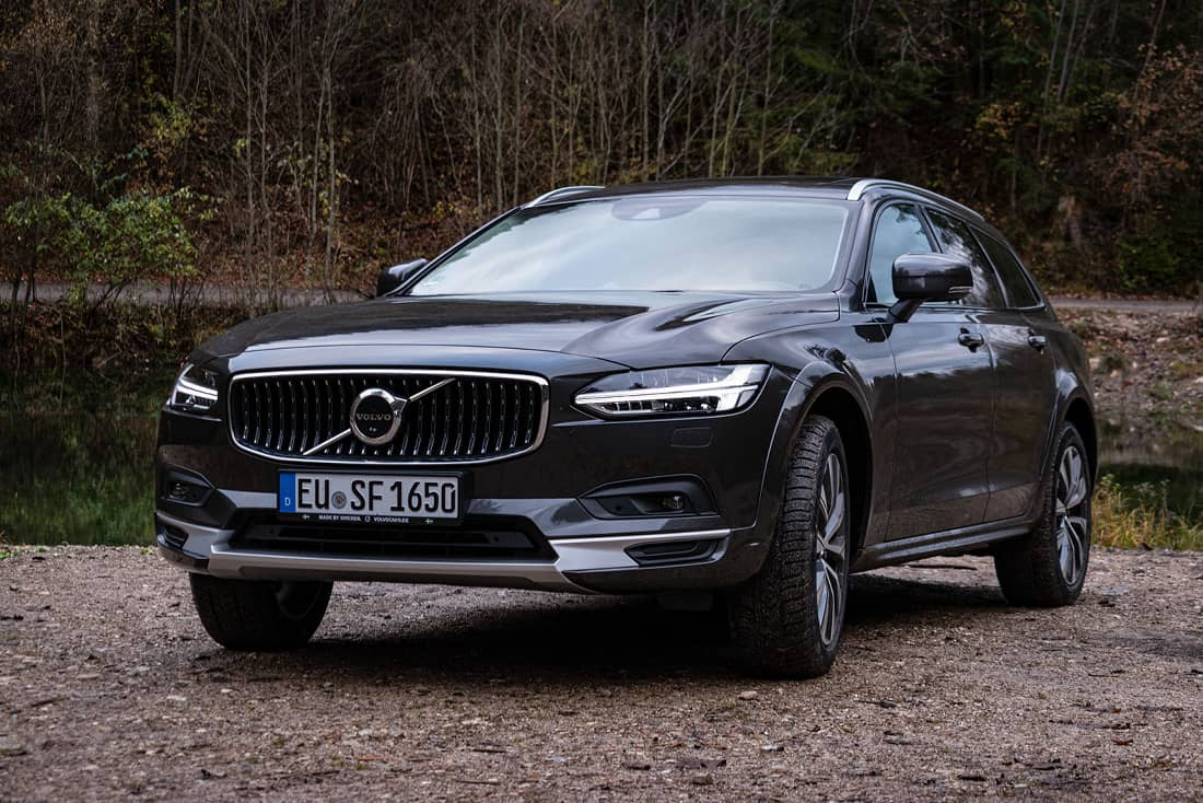 Volvo V90 Cross Country Front Side