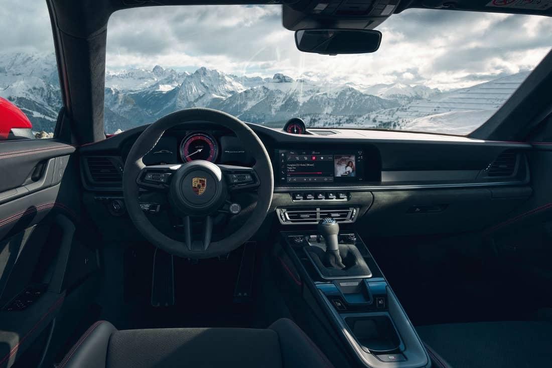Porsche 911 GTS 2021 interior
