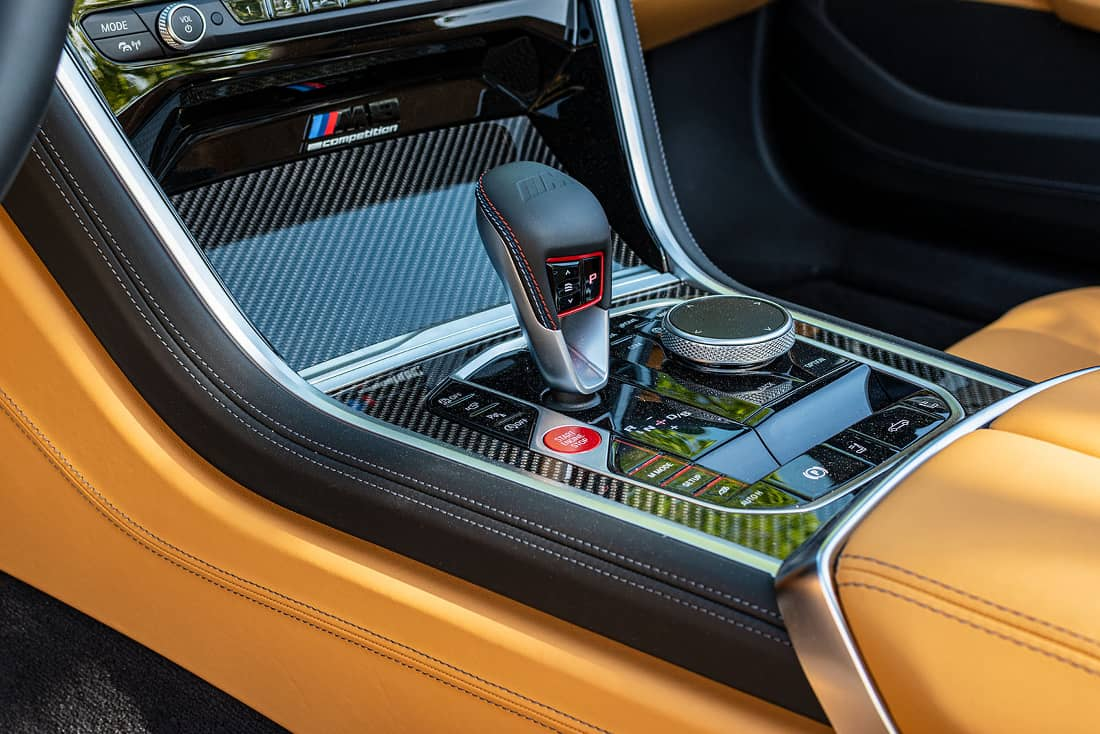 BMW-M8-Competition-Cabrio-Center-Console
