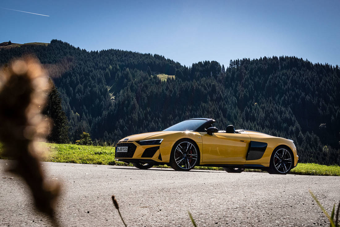 Audi-R8-Side