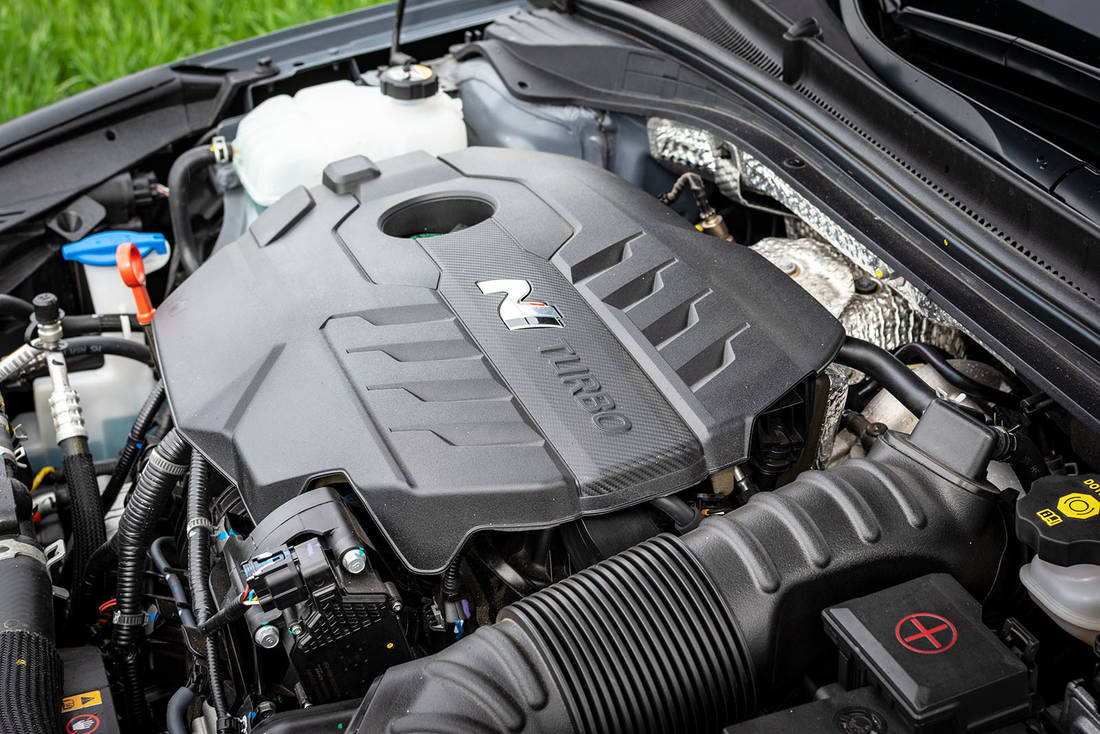 Hyundai-i30-Fastback-N-Performance-engine