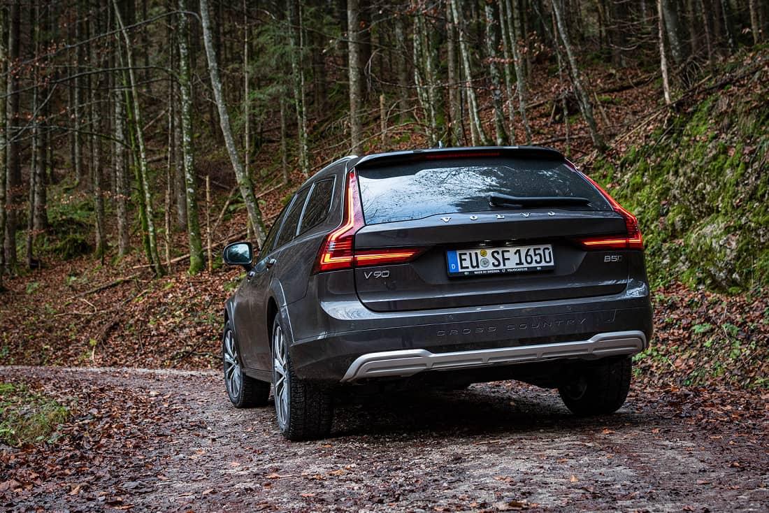 Volvo-V90-Cross-Country-Wood2