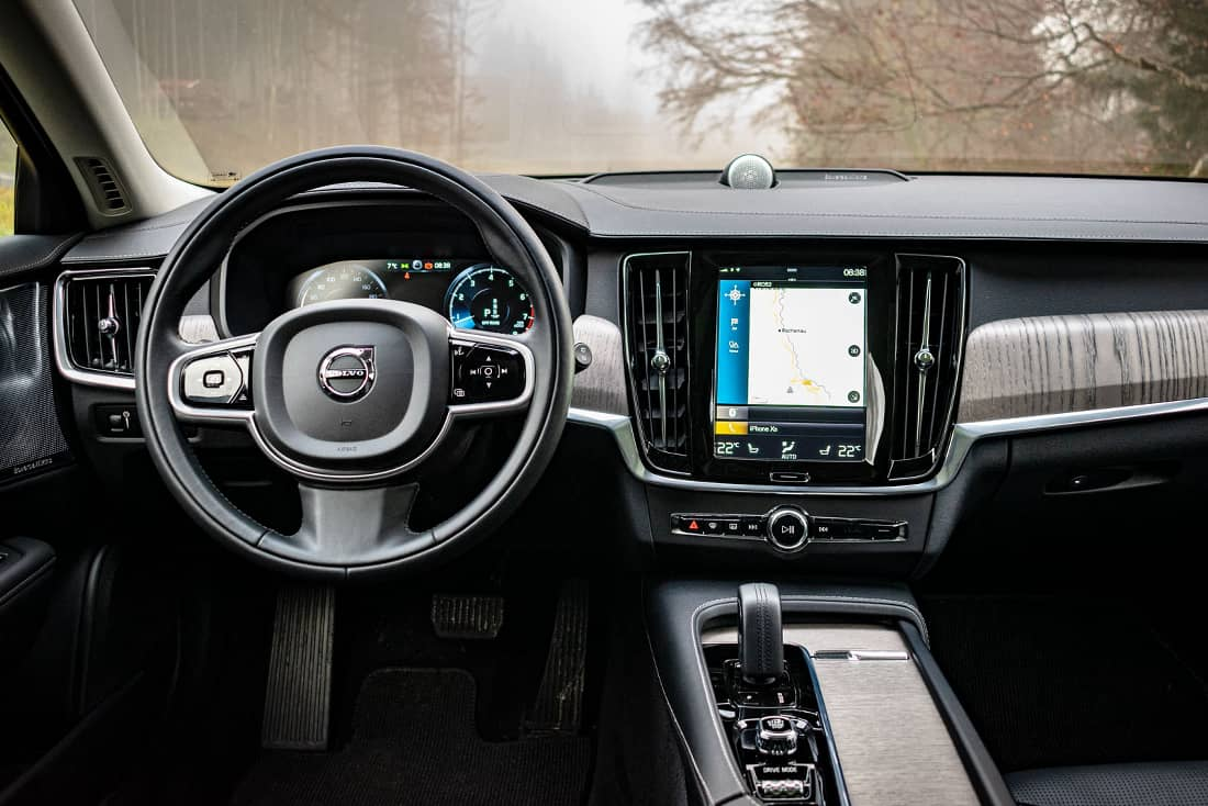 Volvo V90 cross-country interior