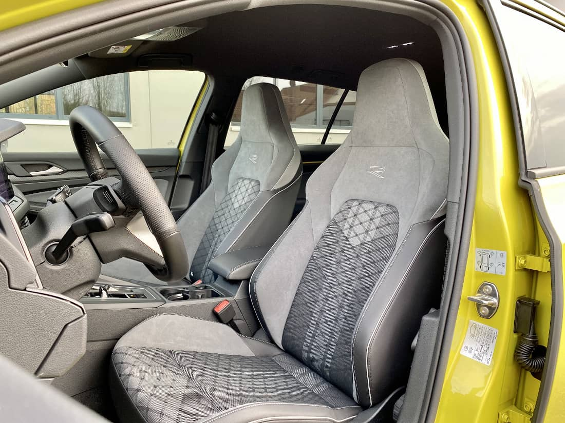 VW Golf 8 Variant Int front seats