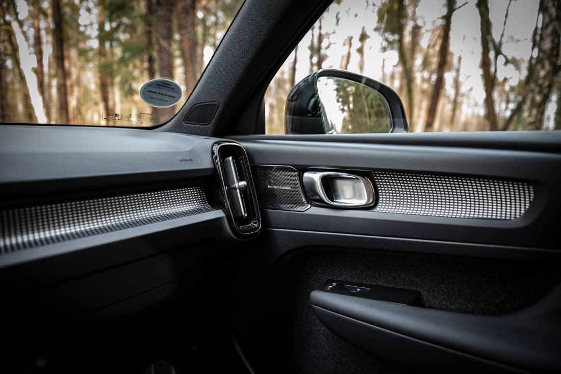 Volvo XC40 recharge front interior