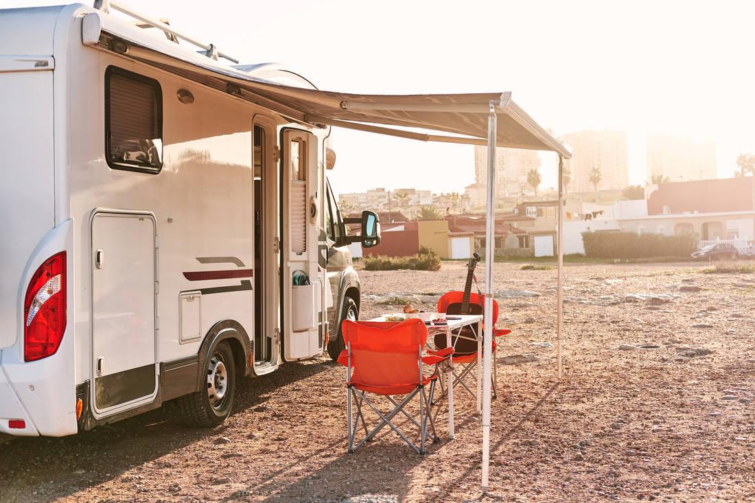 Wohnwagen Doppelachse Etagenbett : Wohnwagen glossar betten autoscout