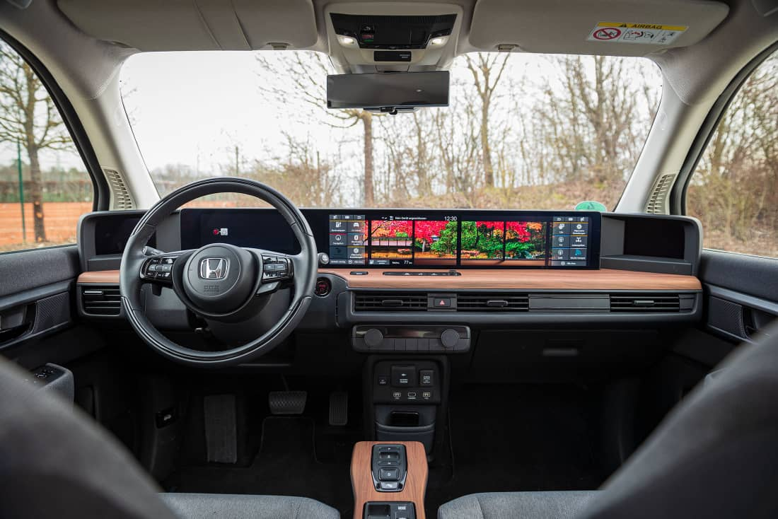 Honda e 2021 cockpit