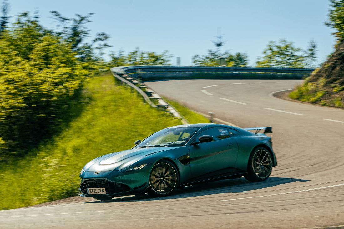 Aston Martin Vantage F1 Edition Curve