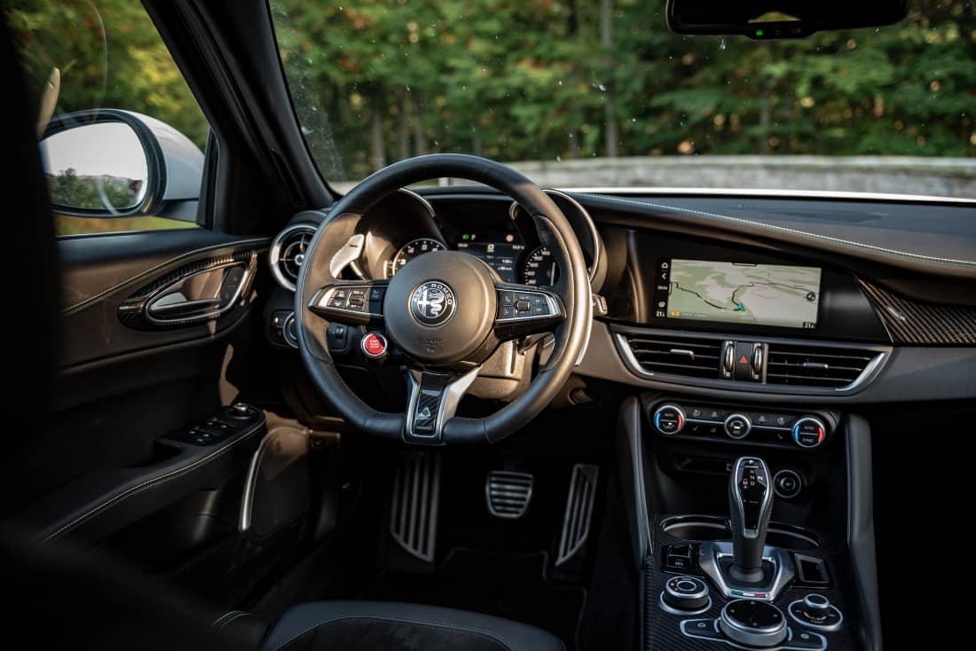Alfa Romeo Giulia QF MY21 cockpit